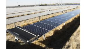 spalarea panourilor solare cu roboti